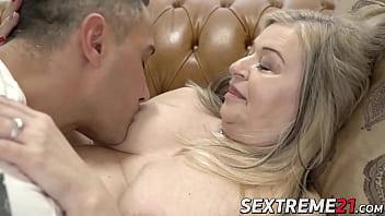 Lush granny pussy banged after juicy fellatio 6分钟