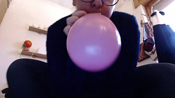 These colored balloons excite your m. so much that she squeaks on it like never before