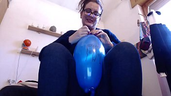 These colored balloons excite your mother so much that she squeaks on it like never before