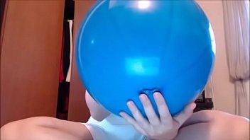 Grandi palloncini colorati per la tua mamma fetish che è pronta per farti giocare صورة