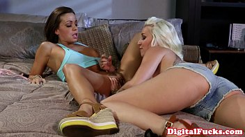 Lustful lesbo babe getting pussy fingered