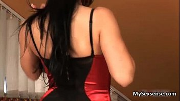 Sexy Euro slut Leyla Peachbloom gets her ass tongued