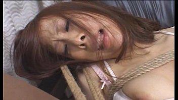 【緊縛巨乳電マ挿入】開脚緊縛された巨乳美女が無防備マンコに電マを挿入放置されて何度も絶頂させられる。