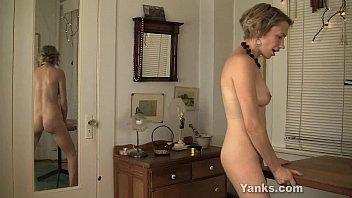 Rubbing pussy vid - Kinky kiki rubbing her pussy