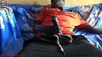男子抓住手淫与已婚妇女发生性关系