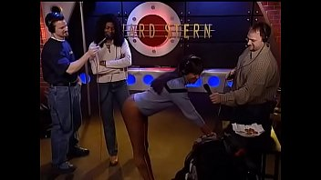 Faye eats chicken nugget from her sisters ass, Howard Stern