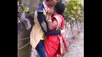 MARATHI DESI BOY AND AUNTY PASSIONATE KISS IN PUBLIC