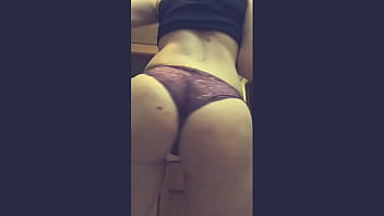 Streaming Video Girl with perfect ass loves twerk! - XLXX.video