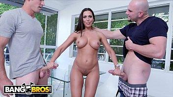 BANGBROS - MILF Rachel Starr Threesome With Jmac and Sean Lawless 12分钟