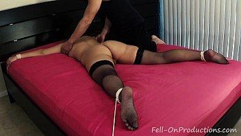 Madisin Lee in Tickle Punishment. Rope bound MILF gets tickled Vorschaubild