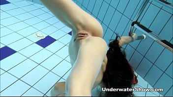 Young total nude girl showing pussy - Anna - nude swimming underwater
