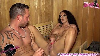 Deutsches Paar fickt in Sauna mit creampie und dicken titten schlampe