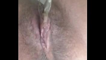 Rica vagina haciendo pipí