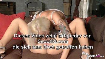 Erster Lesben Sex für Deutsches Teen und ihre Freundin mit Dirty Talk - German Teen