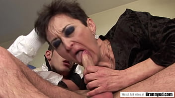 Marica paid for the drive with her old hairy pussy