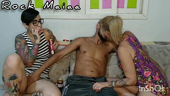 Before going up the hill to enjoy a funk dance I did a whoring here at home with Paulista Fada Mel and the hot tattooed Barbara Lioness.