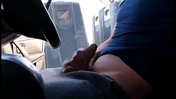Young mother throws these trash cans, she thumps on a guy who takes out his cock! She allucinates!