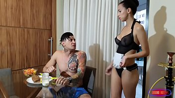 Comendo o bucetão da empregadinha sapeca Teh Angel VÍDEO COMPLETO NO RED