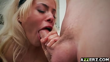 Wild blonde babe Luna Star in a hot hardcore fuck