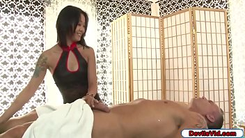 Asian masseuse giving extra sex service 6 min