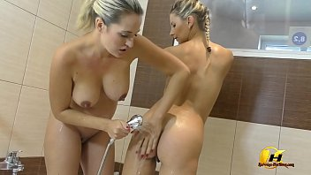 Competition with Nicole Vice who Cum first on Ride on Dildos and BlodJobs