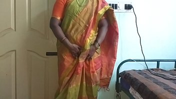 Indian desi maid to show her natural tits to home owner