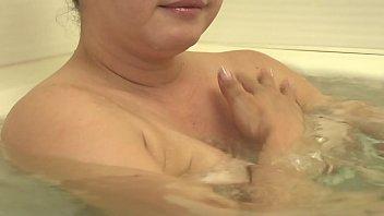 濡れそぼる、母の乳房を、見ていたら。 水沢莉久