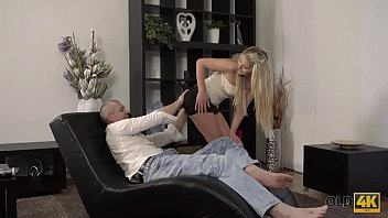 OLD4K. Chick doesnt want to clean the house so why seduces senior