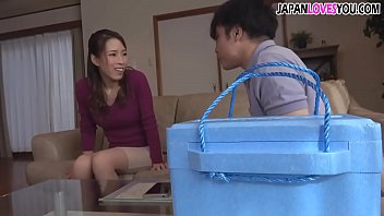 japanese m. seduces the delivery guy 11 min