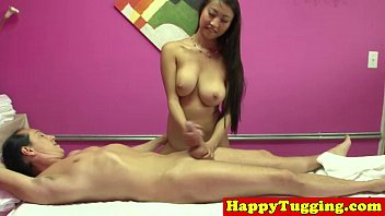 Real asian masseuse toying dick 8分钟