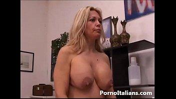 Bionda matura italiana gode con cazzo duro - porno italiano milf