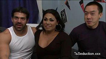 A Dorm Room Threesome Sex With Tranny