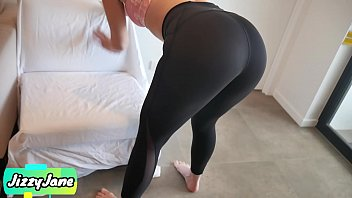 Fit Gym Babe Makes Me Cum in Her Panties and Yoga Pants and Pull Them Up