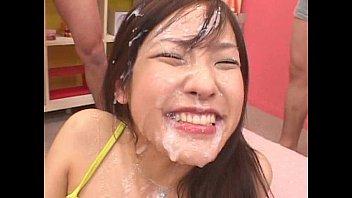 รุมเย็ดสาวญี่ปุ่นในรายการเกมส์โชว์ของญี่ปุ่นน้ำแตกเต็มหน้าเลย