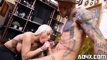 AD4X Pamela se fait baiser par un gars bizarre