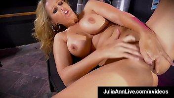 Finger Banging Busty Milf Julia Ann Pleasures Her Wet Pussy!