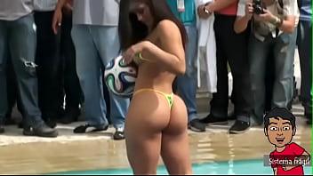 Mamacita takes off her bikini