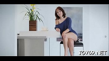 Lascivious teen toys her shaved starving pussy in a solo action 5分钟