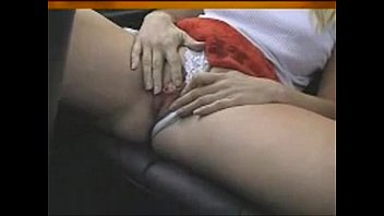 Sexy babes piss in car thumbnail