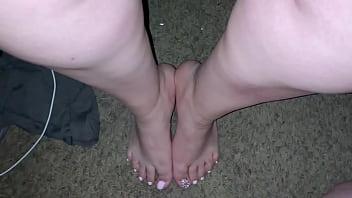Cum on sexy pink toes (Feet Cumshot)