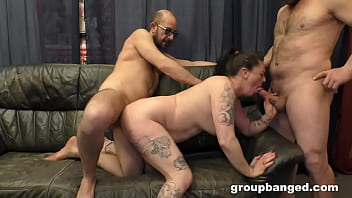 Two Queens Squeeze The Jizz Out Of Everyone
