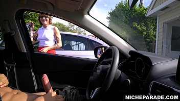 NICHE PARADE - Flashing Dick For Short Haired, Tattooed Emo Girl With Glasses 3分钟