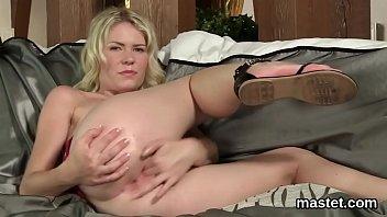 Flirty czech chick gapes her tight vulva to the maximum