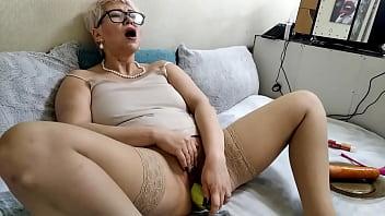 Hot dirty mom AimeeParadise: dildo pounding, bottles, vegetables...