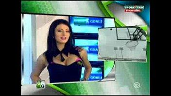 Goluri Si Goale Ep 15 Gina Si Roxy (Romania Naked News)