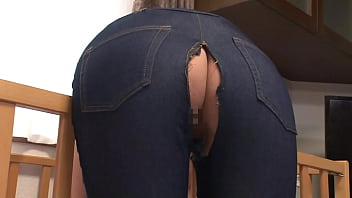 Immediately shoot during life to a big butt woman whose pants are torn and the butt meat is sticking out! It's not enough for Kamijiri who wants to get rid of it many times, so I put it in continuously and vaginal cum shot! Part 2