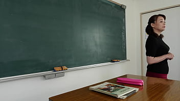 声が出せない絶頂授業で10倍濡れる人妻教師 佐倉由美子