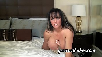 Milf with Huge Boobs Indianna Jaymes Masturbates with Vibrator and has Squirting Orgasm صورة