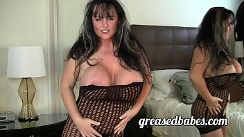 Streaming Video Milf with Huge Boobs Indianna Jaymes Masturbates with Vibrator and has Squirting Orgasm - XLXX.video