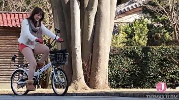 水色の下着がチラリと覗く変態自転車ライド [bunc 001] 17分钟